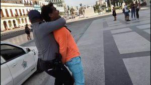 Lee más sobre el artículo Detenido en Cuba el artista y activista Luis Manuel Otero Alcántara
