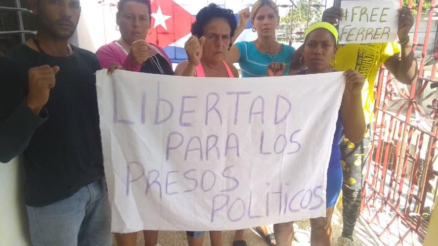 Activistas detenidos. Policía reprime protesta de apoyo a Manuel Otero en Santa Clara