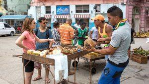 La ineficacia del gobierno cubano para producir alimentos.