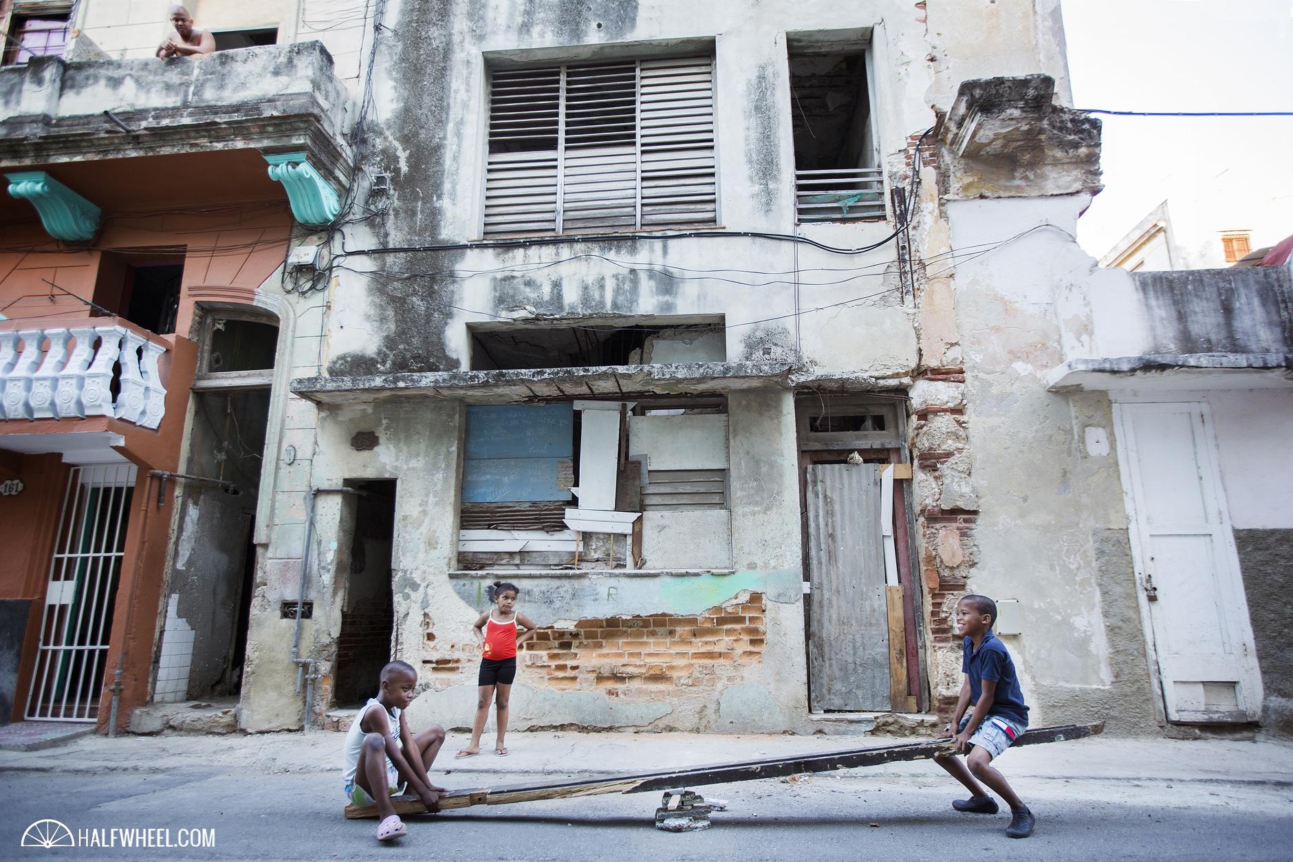 Los cubanos cada vez más pobres y el Gobierno cada día más rico.