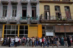 Cuba: Comercios desabastecidos y cartillas de racionamiento.